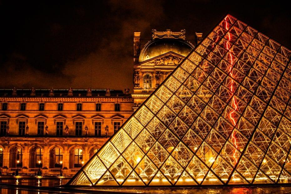 Culture francaise pyramide du Louvre