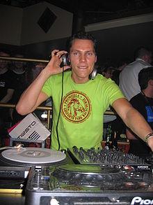 220px-DJ_Tiesto2005