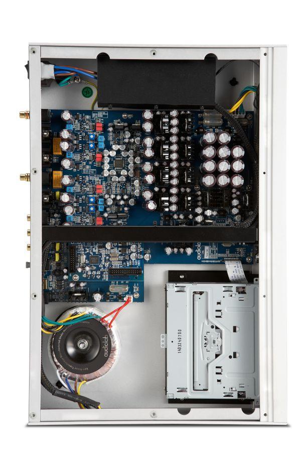 4091_Audiolab_8300CD_(internal)