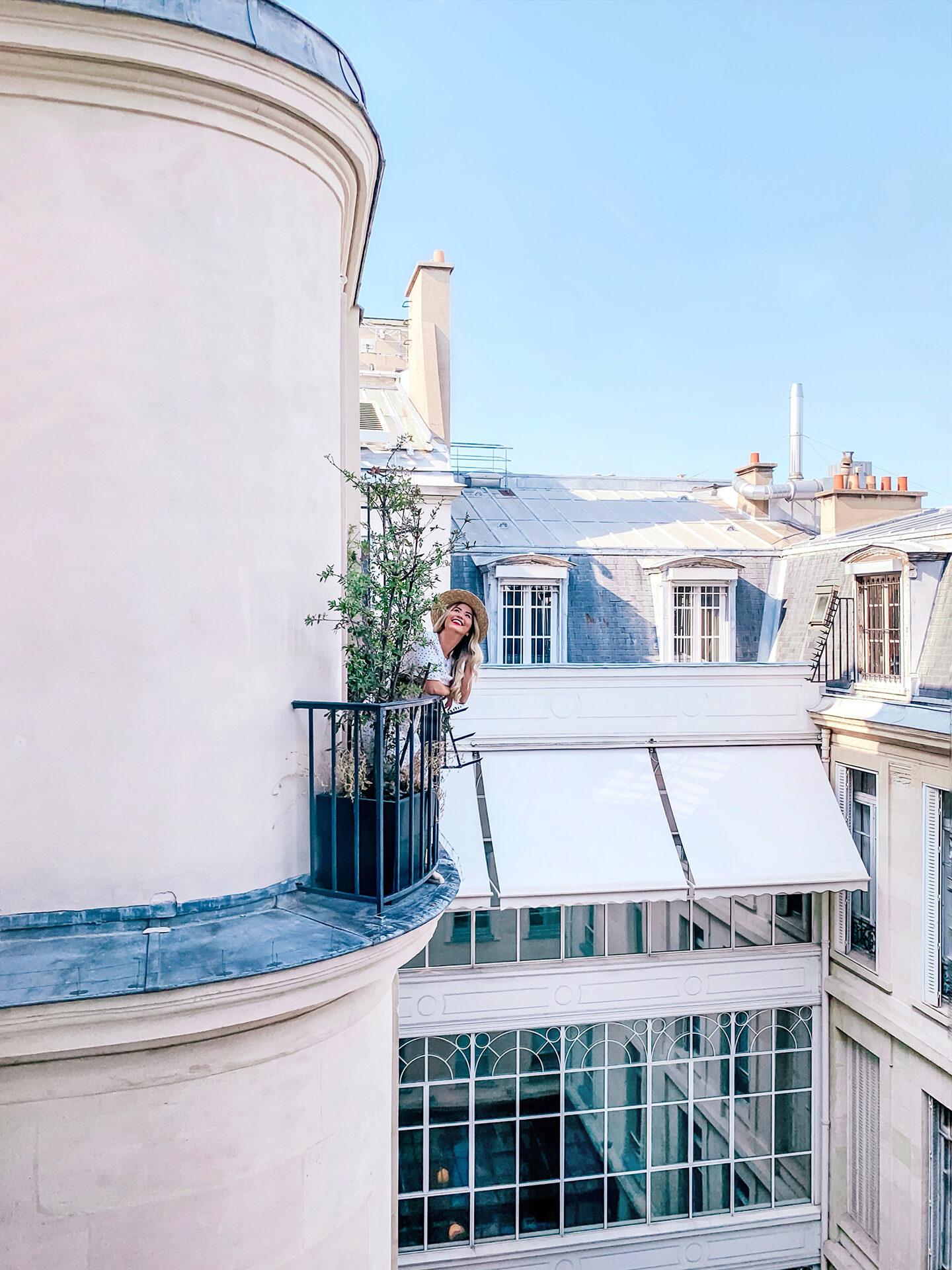 le narcisse blanc balcony