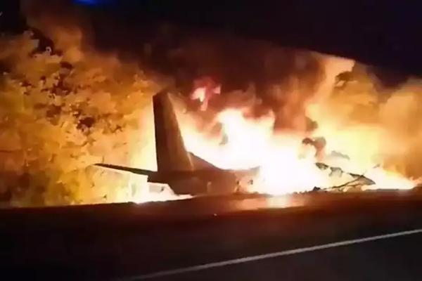 यूक्रेन में दुर्घटना का शिकार हुआ वायुसेना का विमान, 22 लोगों की मौत- देखें मौके की तस्वीरें
