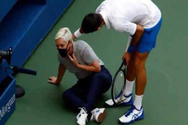 VIDEO: दुनिया के नंबर 1 टेनिस खिलाड़ी नोवाक जोकोविच ने महिला जज को मारी गेंद, टूर्नामेंट से हुए Disqualify