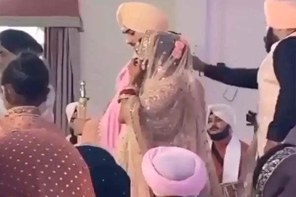 #NehuPreet Wedding: शादी के बंधन में बंधी नेहा कक्कड़, रोहनप्रीत संग गुरुद्वारे में रचाई शादी, देखें VIDEO