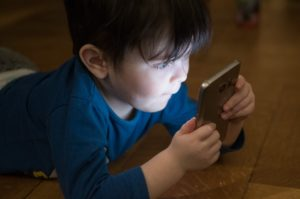 3-year-old toddler addicted to phone gets counselling in a hospital