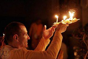 24 wonderful results one gets by offering lamp in Kartik