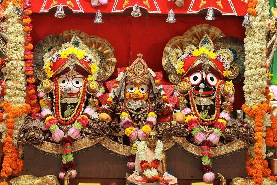 worshipping Lord Jagannath at home