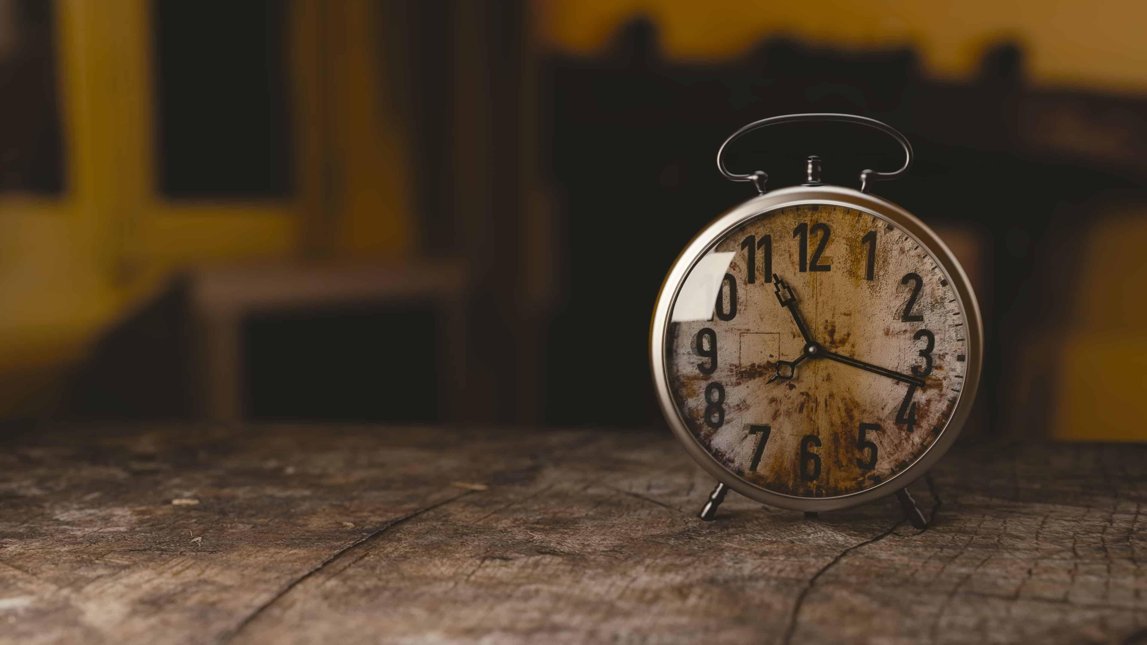 साँसे भी कुछ यूँ ही ठहर जाएँगी - Vintage Clock