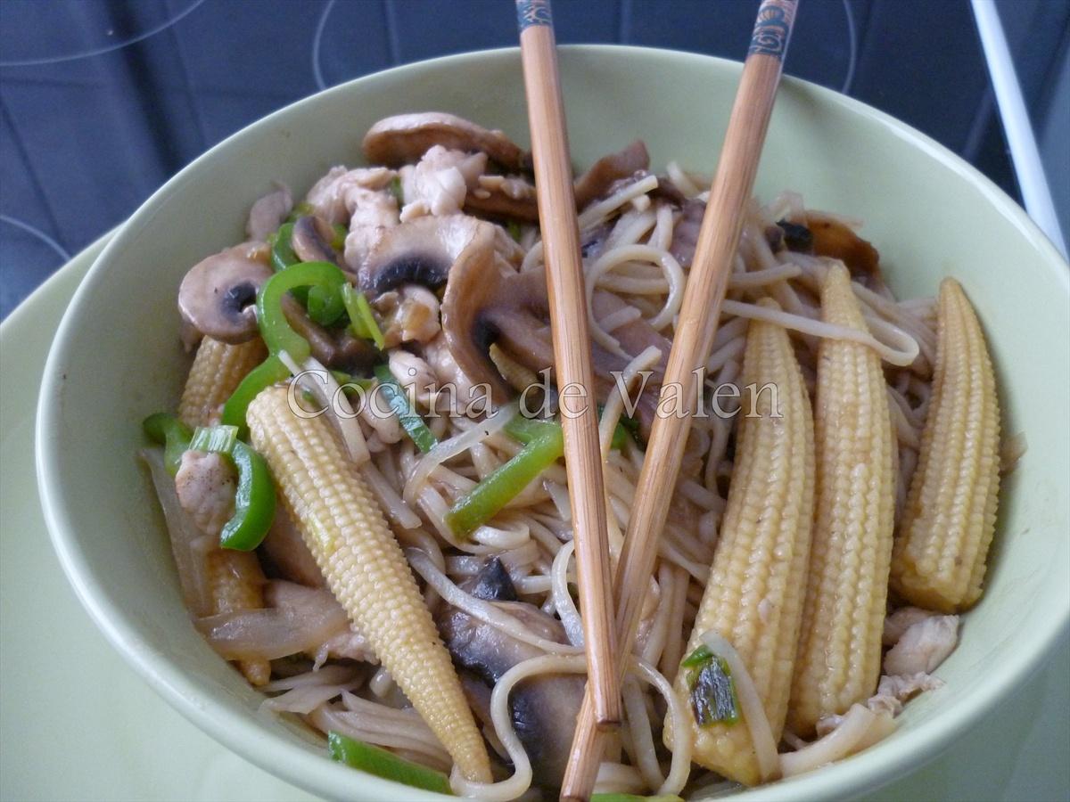 Tallarines con Pollo en Salsa de Ostras (Wok) - Cocina de Valen