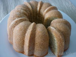 Bundt cake de vainilla con semillas de amapola