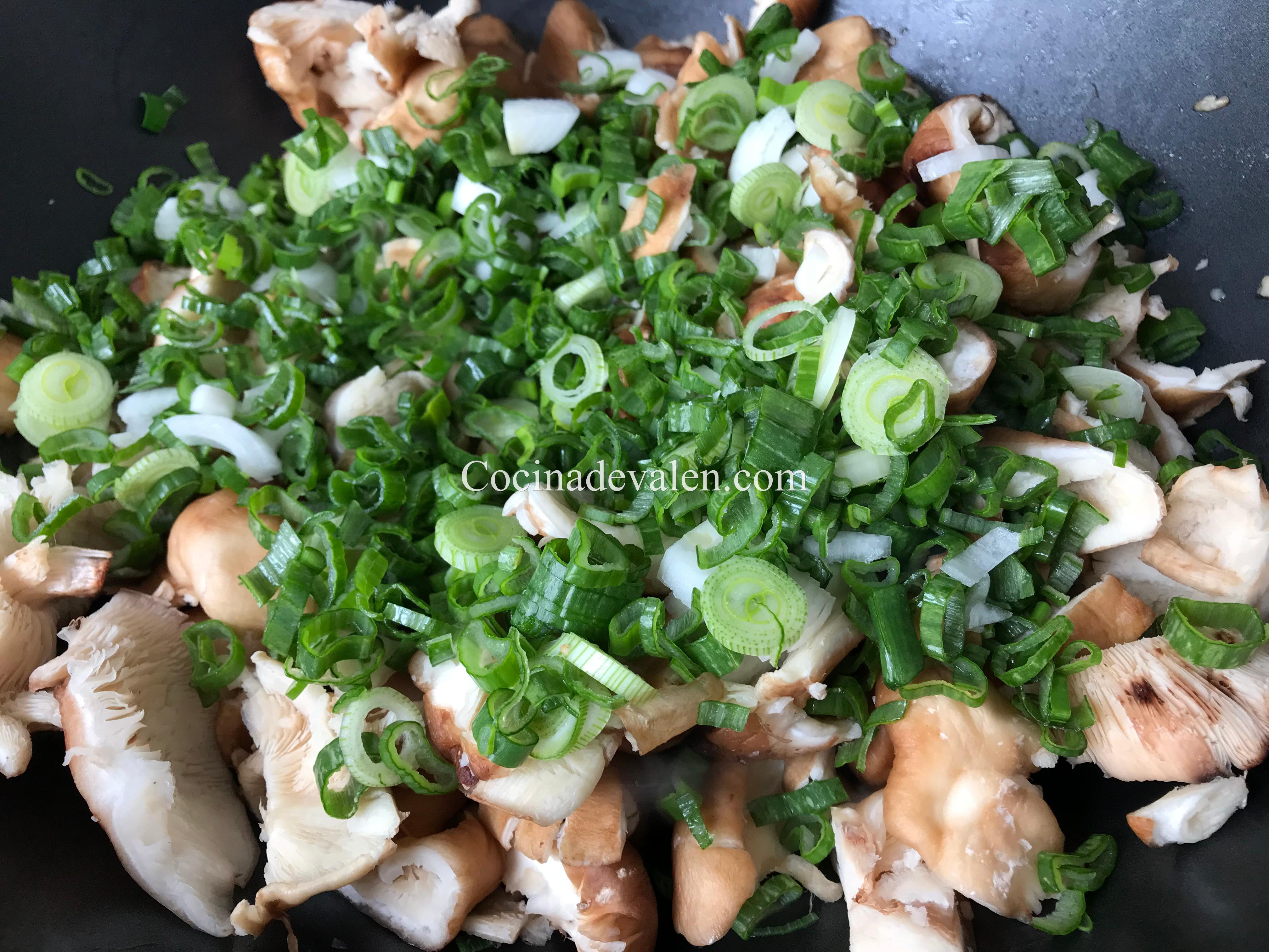 Pollo con hongos y salsa de ostras