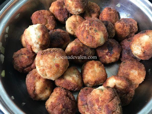 Albóndigas de pollo en salsa de hongos