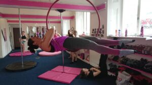 Ceza on an aerial hoop - coffin move
