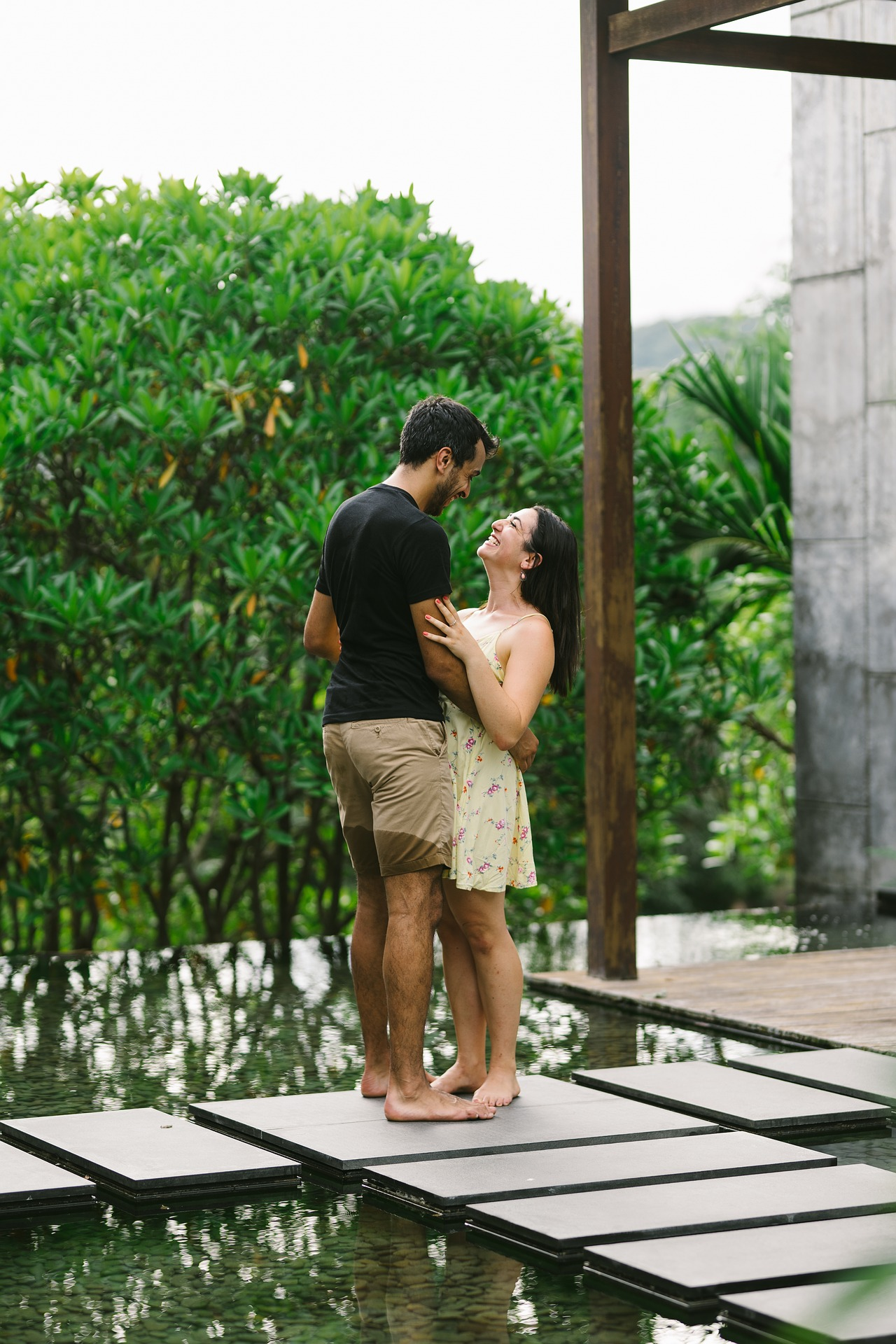 happy-indian-couple-entertainments-saga-dating-tips-online-dating-advice-online