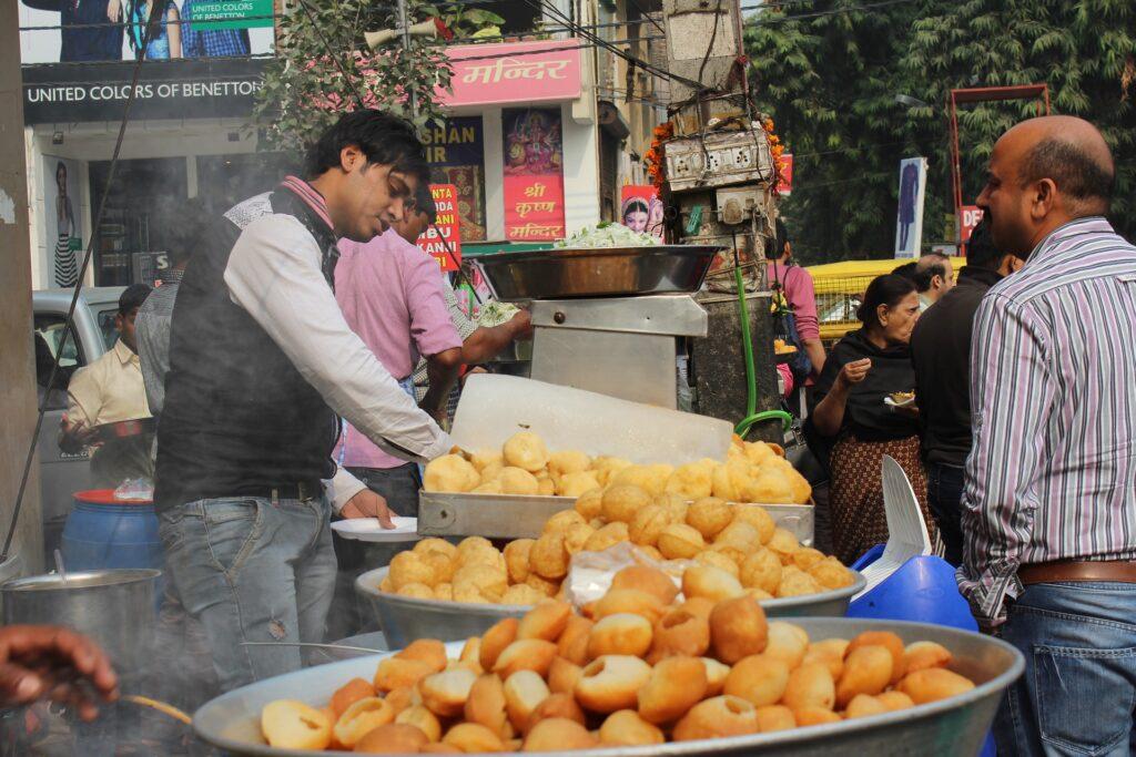 gol-gappe-lajpat-nagar-online-food-blog-entertainments-saga