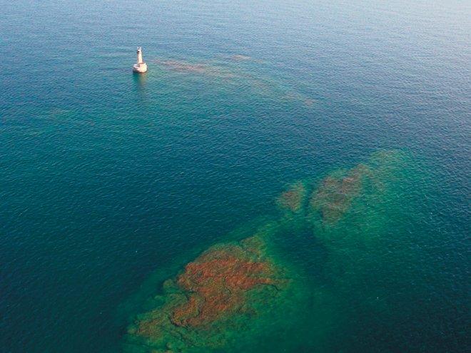 Stannard-Rock-Island-loneliest-place-on-earth-travel-blog-online-entertainments-saga