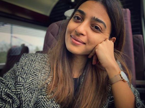 bollywood-actress-radhika-apte-bollywood-celebrity-gossip-online-entertainments-saga