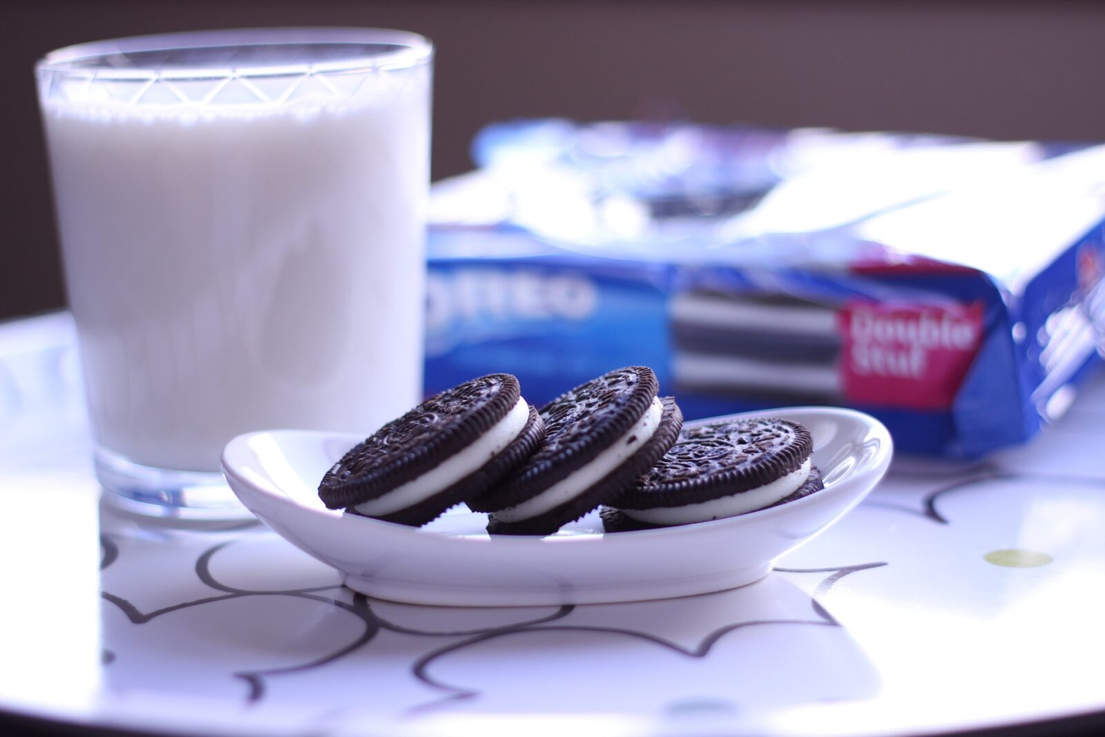 oreos-and-milk-online-food-blog-entertainments-saga