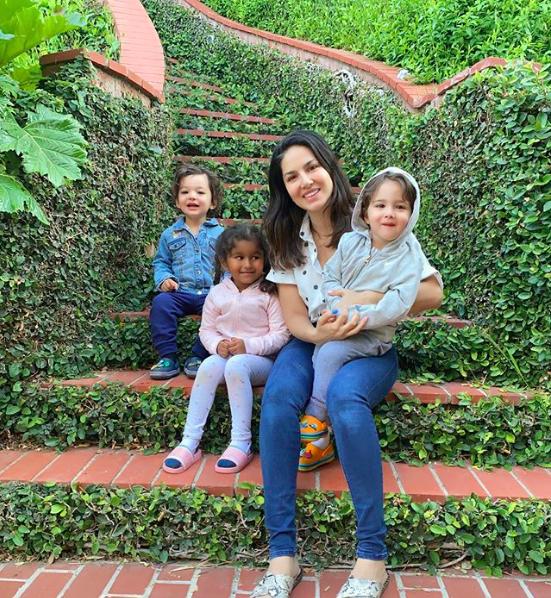 sunny-leone-with-her-kids-in-secret-garden-LA-California