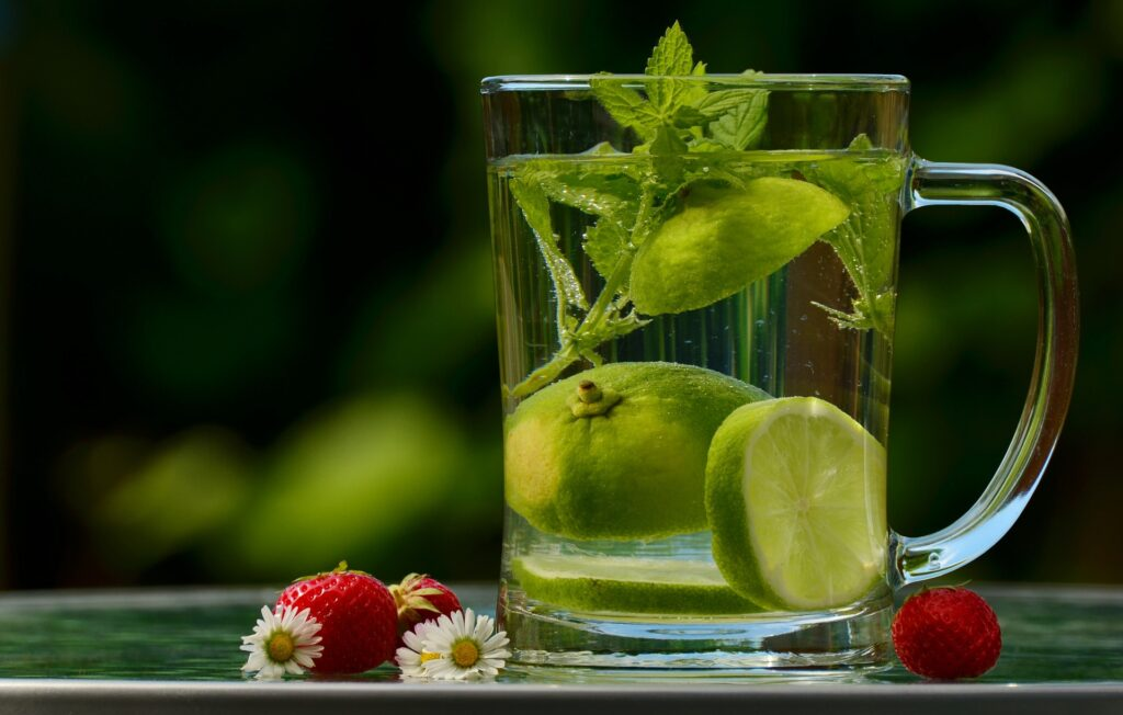 Benefits-of-Drinking-Water-for-the-Skin-latest-beauty-trends