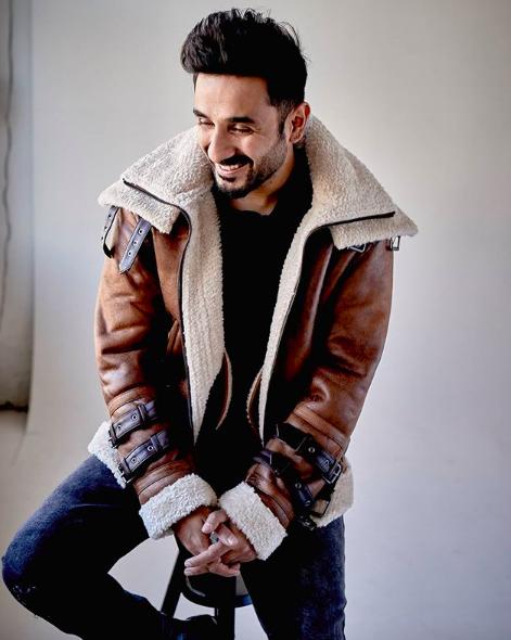 Indian-comedian-vir-das-portrait-entertainments-saga