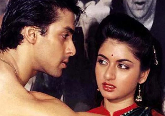 salman-khan-bhagyashree-scene-maine-pyaar-kiya-movie-IndiaTV-Entertainments-saga