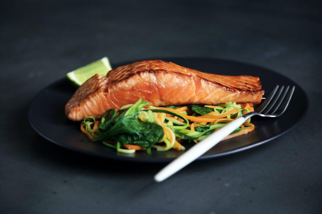 plate-salmon-online-food-blog