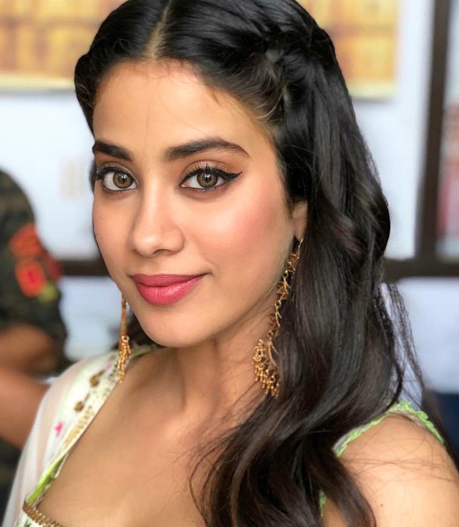 bollywood-actress-Janhvi-Kapoor-imdb-latest-bollywood-gossips-online