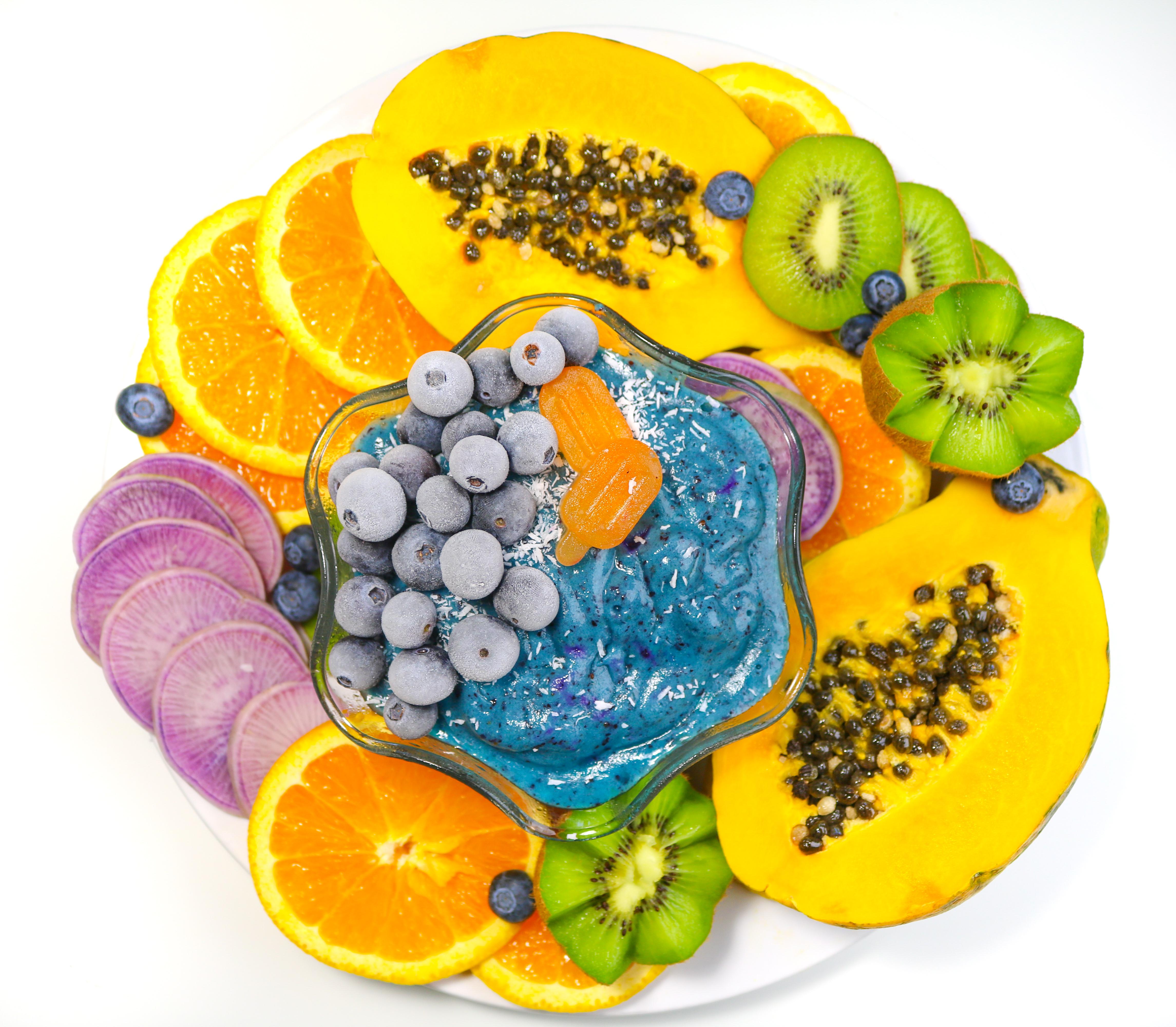 Super Blueberry Smoothie Bowl livingwholesarahdavis.com