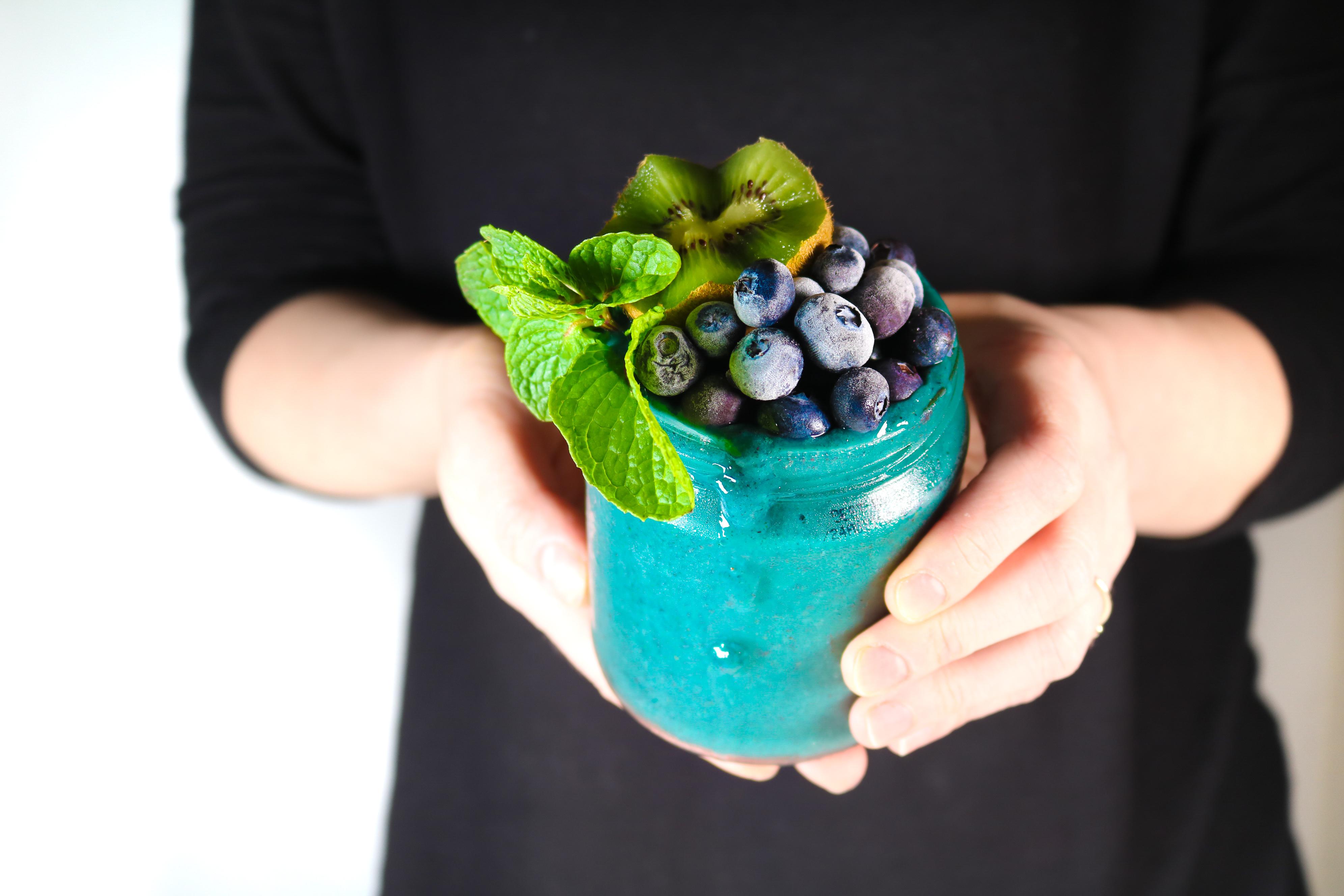 Blueberry Kiwi Mint Smoothie. Refreshing and Anti-inflammatory. livingwholesarahdavis.com