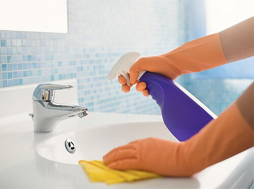 Cleaning-Your-Bathroom-9