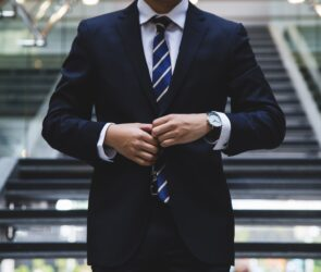 6 Reasons To Hire a Paralegal Over a Lawyer