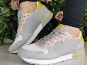 XTI 42402 Grey Trainers
