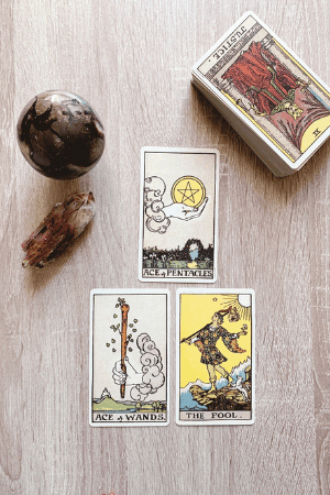 How to answer yes or no using Tarot card meanings