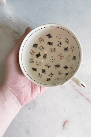 Methods of divination using tea cups and dreams