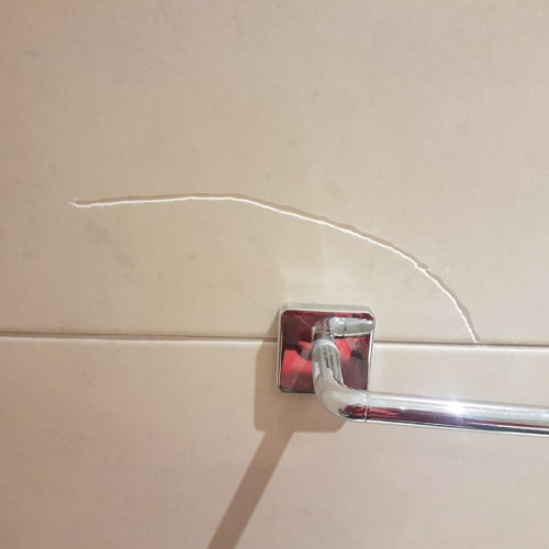 CRACKED BATHROOM TILE REPAIRS AFTER (2)