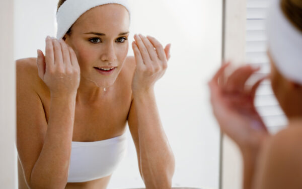 10 BEST FACE WASH & CLEANSER FOR OILY SKIN