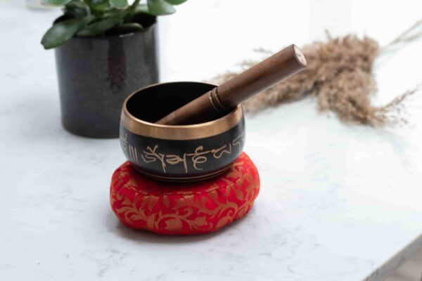 Singing Bowl Black with cushion and stick