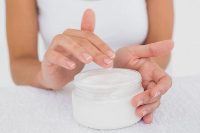 close-up-mid-section-of-woman-applying-cream-over-PJ88FD9-1024x683