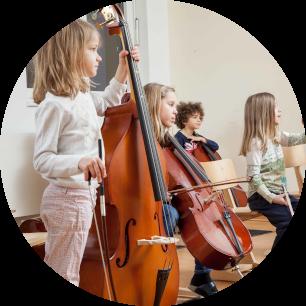 Klassenstreicher aus einer Grundschule in Köln beim musizieren