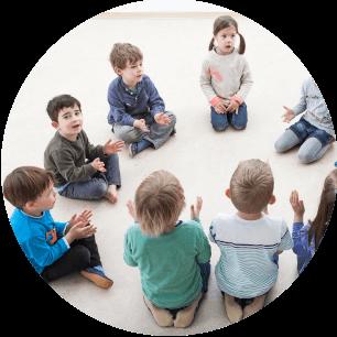 Kindergartenkinder lernen spielerisch musik