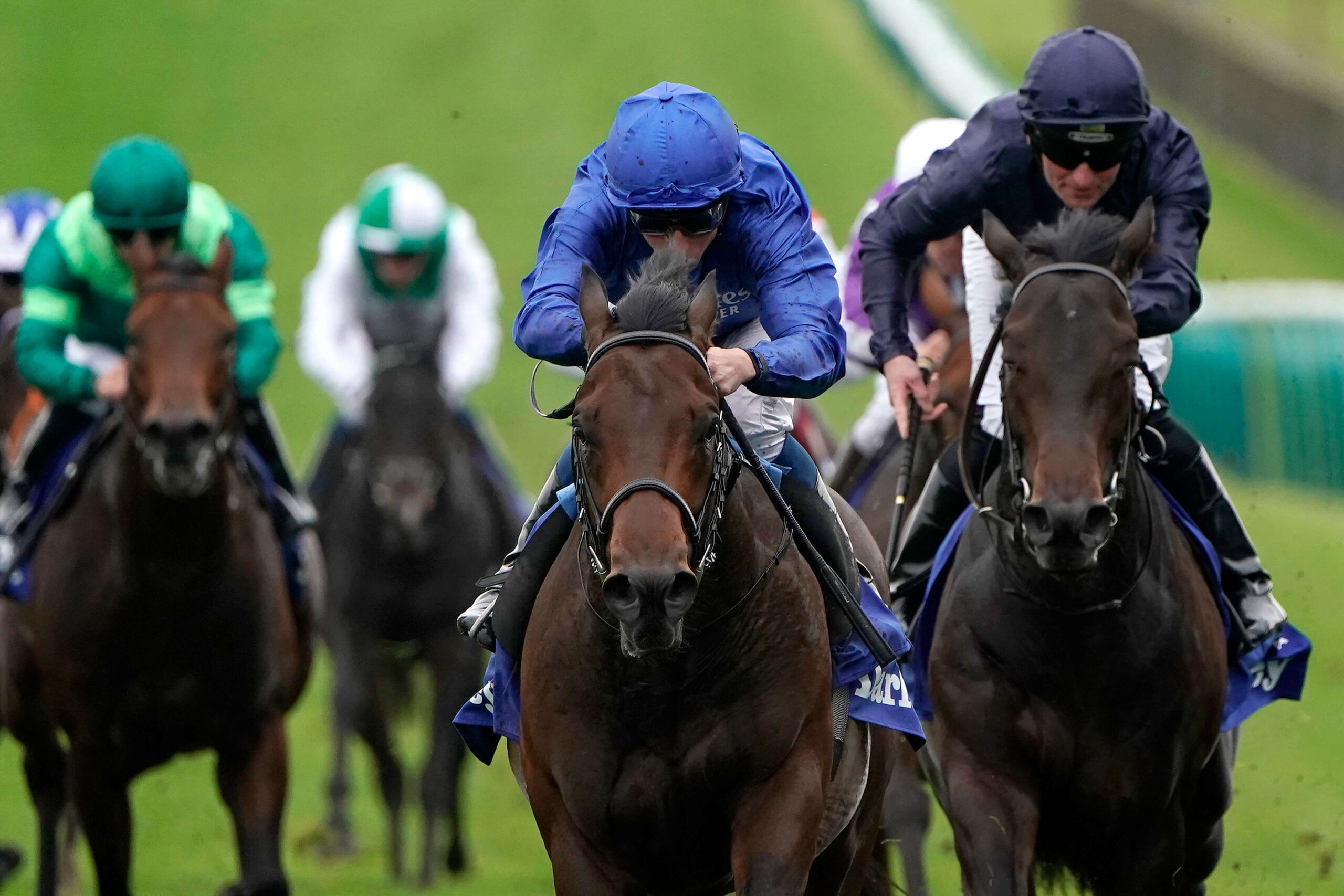 Pinatubo (l) and Arionza (r) are set to do battle in the 2000 Guineas at Newmarket.