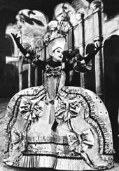 Fidelis as the French opera diva Lucrezia
