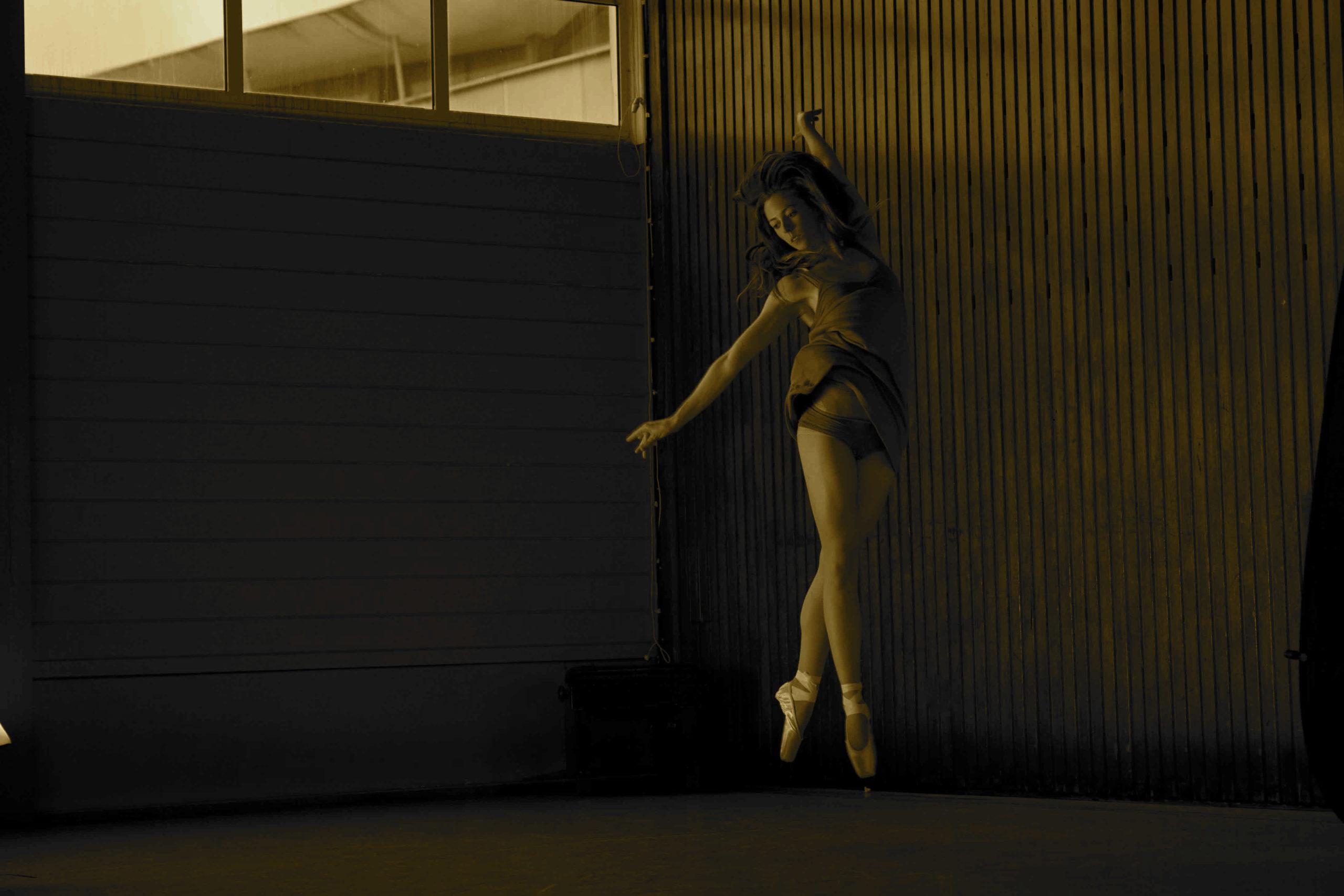 Laura Sarah Dowdall dancer, somatic movement & yoga teacher - www.healingyoga.ie/online-classes/