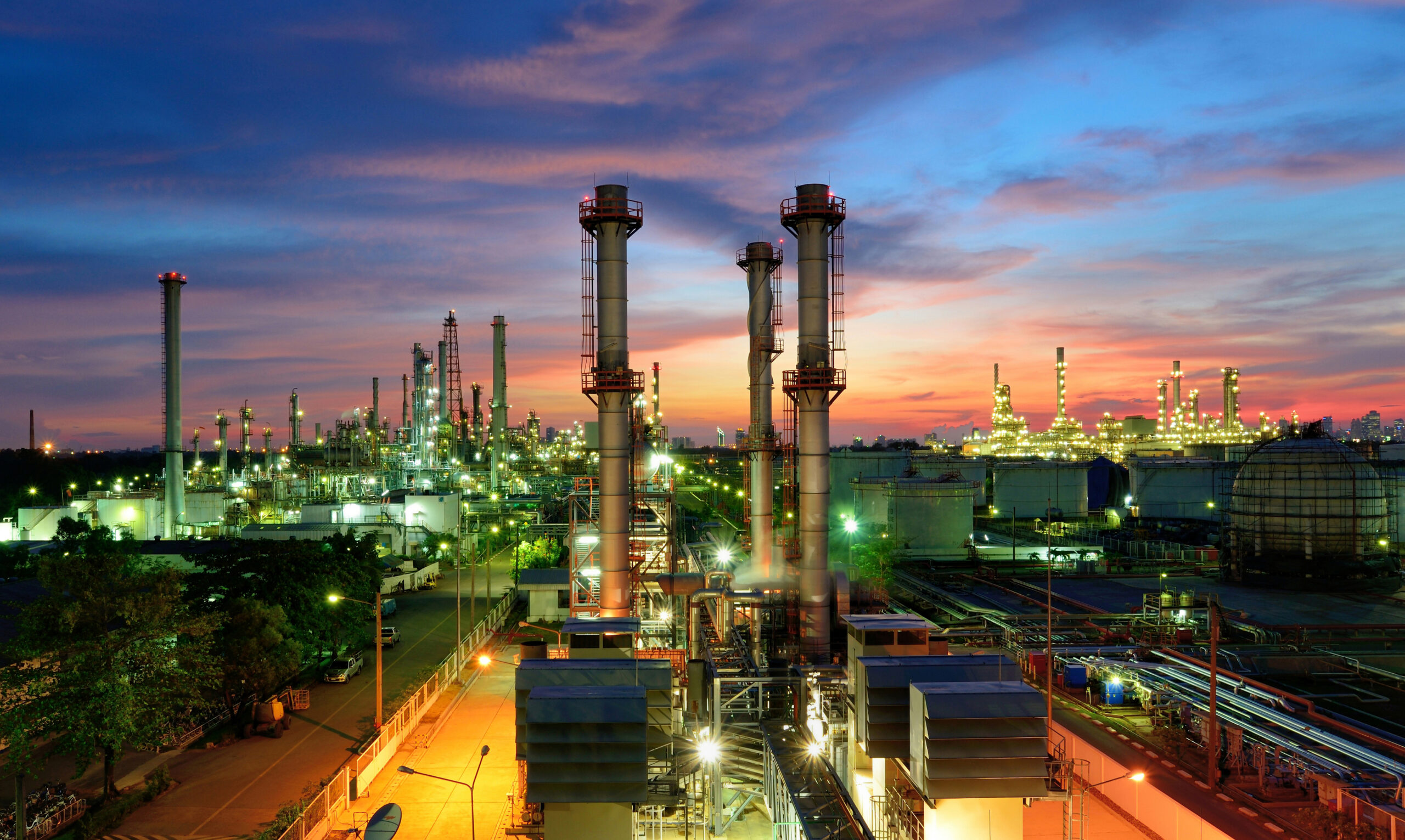 Oil,Refinery,Plant,At,Sunset,,The,Night,View,Of,Petroleum