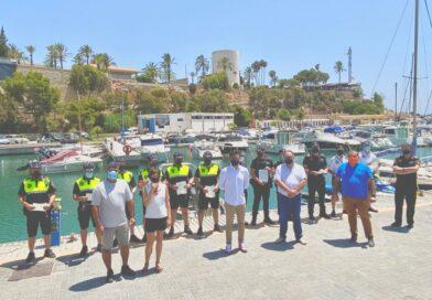 Se entregan las licencias de navegación en el puerto de Cabo Roig a la Policía Municipal de Orihuela