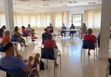 Asistimos a la reunión la participación de una treintena de asociaciones para priorizar las necesidades para la redacción del proyecto de un nuevo Centro Cívico Multiusos en la Orihuela Costa