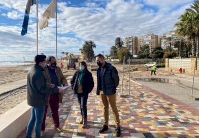 Comienza la reparación del paseo marítimo de la playa de La Glea en Campoamor