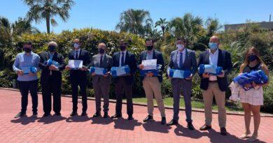 La playas de Cabo Roig  y su paseo se «visten» de azul