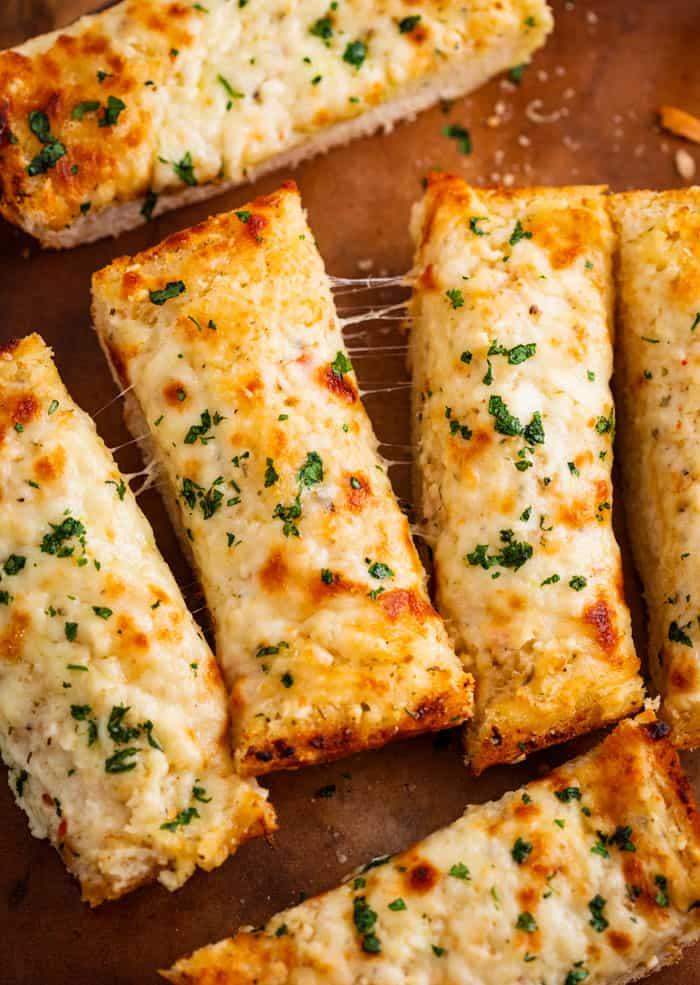 BEST-Cheesy-Homemade-Garlic-Bread-Recipe-3
