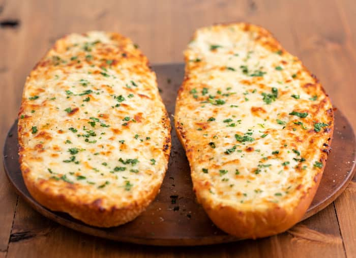 Cheesy-Homemade-Garlic-Bread-Recipe--3